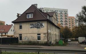 Sprzedali budynek z lokatorami, którzy o sobie przypominają