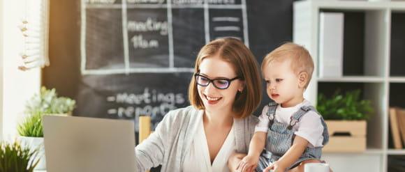 Powrót do pracy po urlopie macierzyńskim? Firmy wspierają młode mamy