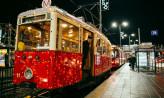 Bożonarodzeniowy tramwaj na ulicach Gdańska
