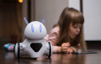 Dzieci będą uczyć się z robotem, który czuje