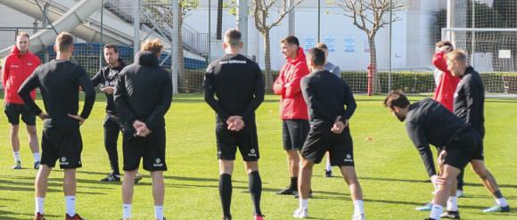 Adam Owen nie naciska na transfery