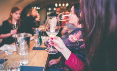 Karnawałowa degustacja win w ciemno w restauracji Rada Miasta