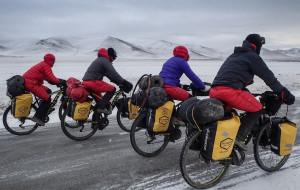 Jadą na rowerach dookoła świata, by promować braterstwo