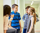 Na szkolnych przerwach uczniowie odpoczywają czy stresują się?