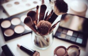 Czy można zaoszczędzić na kosmetykach do makijażu?