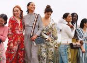 Trendy na wiosnę - przezroczyste buty, tiulowe sukienki i białe garnitury