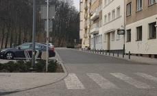 Gdynia: słupki ochronią kolejne chodniki