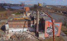 Burzenie starej piekarni w centrum Gdańska. W jej miejsce powstaną mieszkania