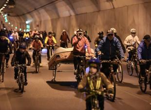 Rowerem przez tunel. Raz zupełnie legalnie