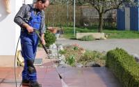 Wiosna w ogrodzie. Czyszczenie i impregnacja kostki brukowej