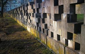 Naprawiono zdewastowany mur cmentarza na Zaspie