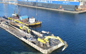 Co dalej z dokiem pływającym Stoczni Wojennej i kto zapłaci za jego przeniesienie?