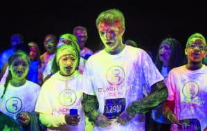 Kolorowy bieg w ciemnościach w Gdyni