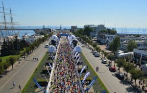 """Prawie 3 tys. biegaczy na """"patelni"""" w Gdyni"""
