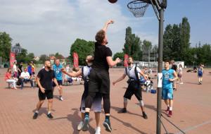 Koszykówka na Placu Zebrań Ludowych