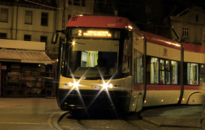 Młodzi ludzie pomogli chłopakowi, który mdlał w tramwaju