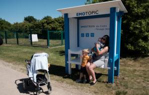 W parku przewiną i nakarmią dziecko. Specjalna ławeczka dla rodziców