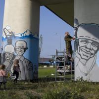 Murale na filarach wiaduktu w ciągu ul. Popiełuszki