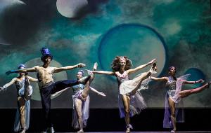 """Śpiew, muzyka i akrobacje - o dziecięco-młodzieżowym musicalu """"Kosmos"""""""