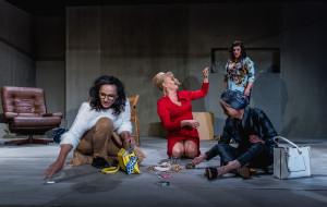 """Dużo pytań, mało odpowiedzi - o premierze """"Resetu"""" w Teatrze Wybrzeże"""