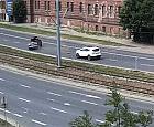Brak pokrywy od studzienki zaskoczył kierowcę na Podwalu Przedmiejskim