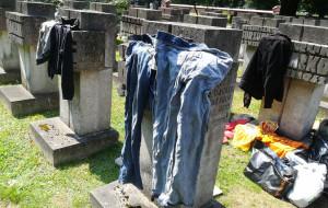 Bulwersujące zachowania na cmentarzach