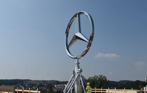 Gdynia jak Berlin. Też ma wielką obrotową gwiazdę Mercedesa