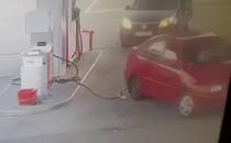 Wyrwał przewód do tankowania na stacji...
