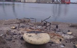 Chuligański atak na siedzibę artystów w stoczni