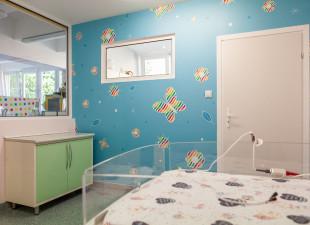Centrum Riviera odnawia szpitalną salę dla noworodków