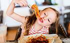 Nie tylko kurczak i frytki. Co zje dziecko w restauracji?