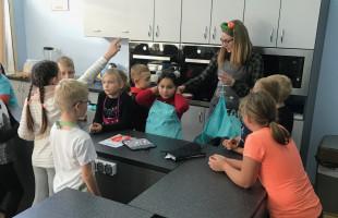 Szkolna Akademia Gotowania uczy małych mistrzów kuchni