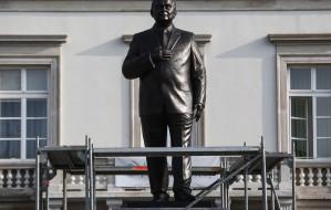 Gdański rzeźbiarz wykonał pomnik Lecha Kaczyńskiego w stolicy