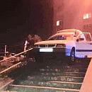 Zarzut usiłowania zabójstwa dla pijanego kierowcy, który wjechał na schody