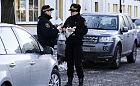 Natrętni wyłudzacze parkingowi pod teatrem w Gdyni