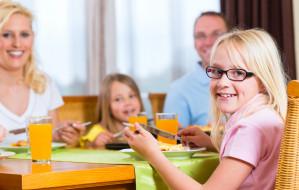 Savoir-vivre dla najmłodszych. Jak uczyć dziecko dobrych manier?