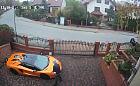 Prowokacyjna reklama z zarysowanym Lamborghini