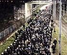 Setki policjantów eskortowały kibiców przez miasto