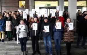 Pracownicy sądów protestują. W Gdyni sprawy odwołane