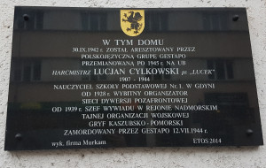 """""""Polskojęzyczne gestapo"""". Tablice zakłamują historię"""