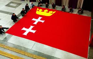 Harcerze uszyli 40-metrową flagę Gdańska