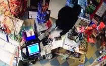 Uzbrojony złodziej okradł niewielki sklep