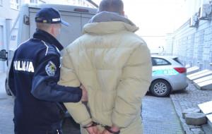 Wyszedł z aresztu i powtórzył to, za co siedział