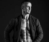 Vasyl Netsko: maluje obrazy i rzeźbi ciała