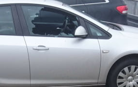Zuchwała kradzież z auta na Chełmie