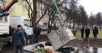 Pomnik ks. Jankowskiego trafił do naprawy