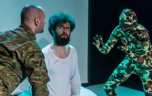 """Wygraj z depresją. O """"Tchórzu! (...odważnej tragikomedii)"""" w Teatrze Gdynia Główna"""