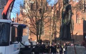 Zdemontowano pomnik ks. Jankowskiego