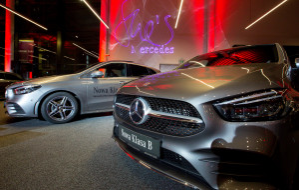 Dzień kobiet z Mercedesem i modą