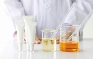 Pszczoła, ślimak czy złoto, czyli niezwykłe składniki w kosmetykach